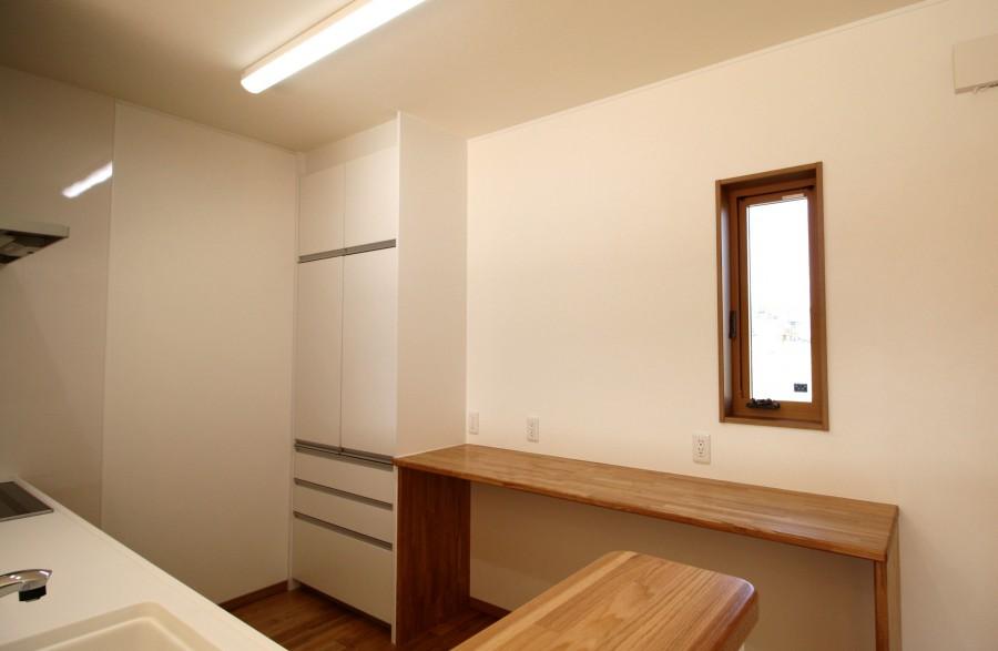 キッチンで家事をしながら、パソコンをしたりするスペースになる予定