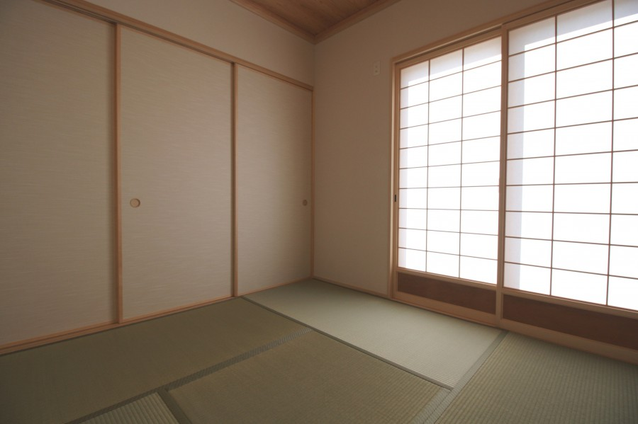 障子の部屋は優しい光が差し込んで和みます
